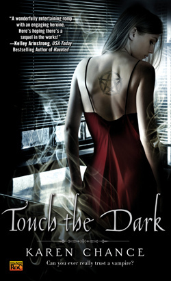Touch the Dark (Cassandra Palmer, #1)