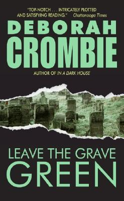 Leave the Grave Green by Deborah Crombie