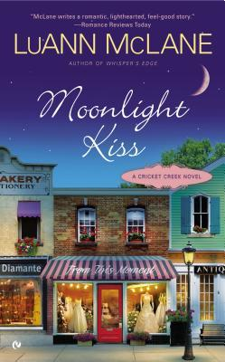 Review: Moonlight Kiss by LuAnn McLane